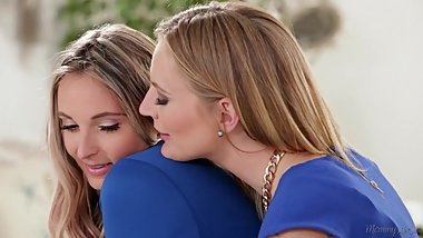 A very trusting family relationship - Mona Wales and Allie Eve Knox