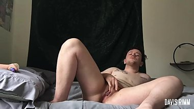 trans guy rubs & teases his tdick
