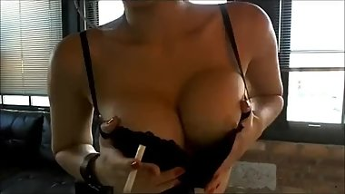 The oh so incredibly sexy Mitsuko Doll smoking and playing! Smoking hot!