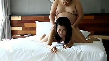 Chinese College student with rich man 大学生与土豪老板,主动上位,