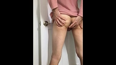 sissy crossdresser playing with my bum:)
