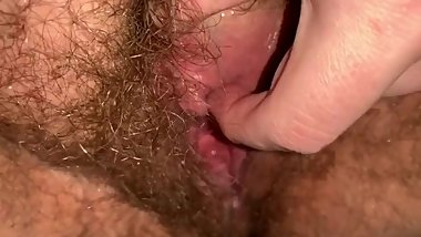 BBW Gapes Her Loose Hairy Cunt, Rubs Clit, Fucks a Big Can, and Leaks Pis