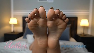 Aalliss - Sexy Feet and Ass Chaturbate Cam Girl