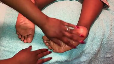 ASMR feet tickling/scratching