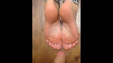Friend cums on my mom's soles