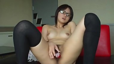 1807541_japanese_young_cute_sexy_girl_masturbation_shows_her_pussy