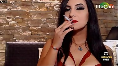 Beautiful goddess cam girl does sexy triple drags