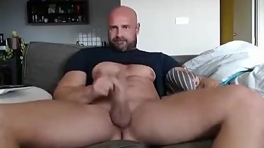 Bearded muscle dad on cam.
