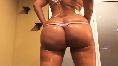 Pawg twerking fat ass with oil