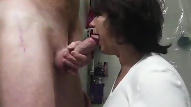 Slutty mature stepmom sucks her stepson's very big dick like a master