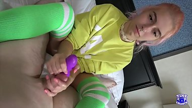 5 Minutes of Handjob From Our Clip 29 Edges Starring Chloe Kreams